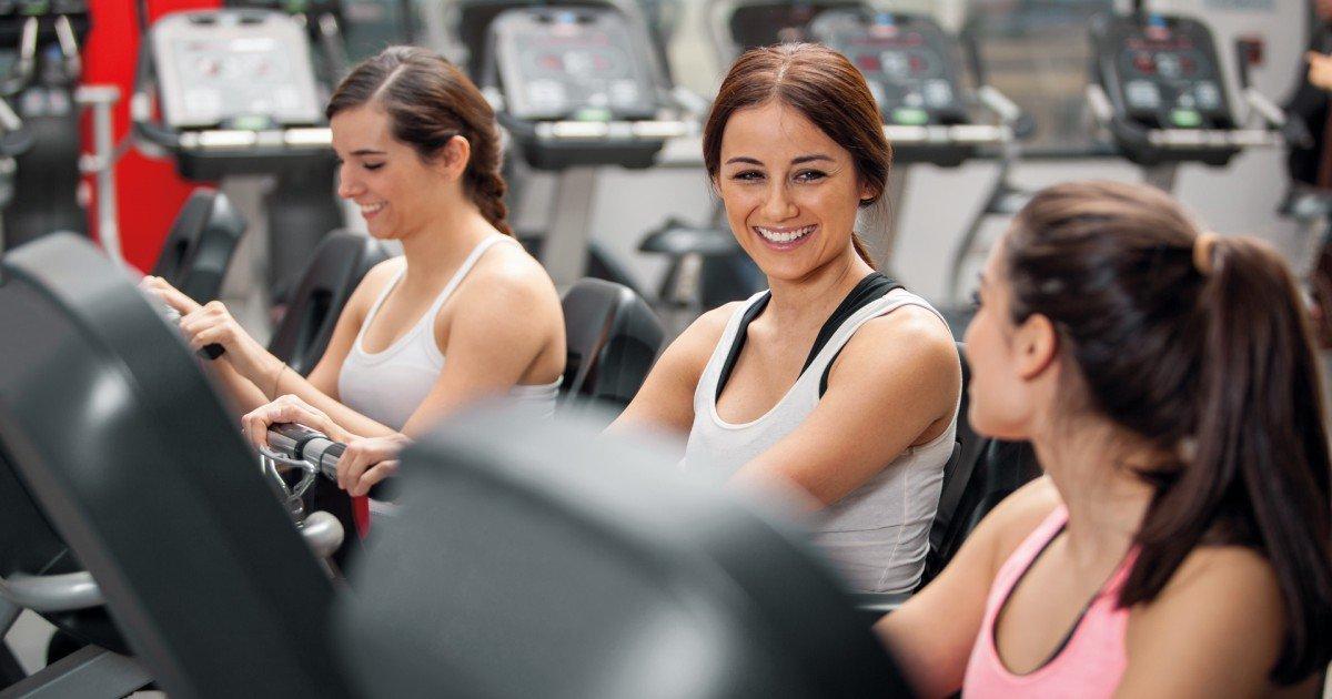 woman enjoying gym workout.jpg?resize=412,232 - 헬스장에서 비효율적으로 운동하는 사람 특징 10가지