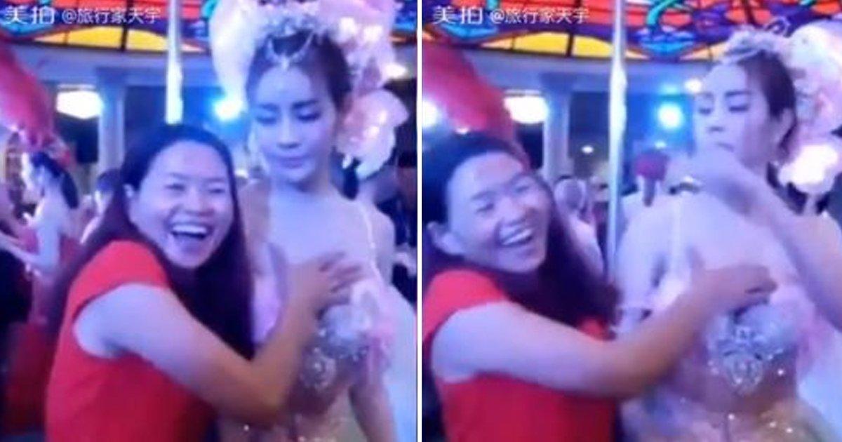 5 102.jpg?resize=1200,630 - 트랜스젠더 여성 함부로 대하는 무례한 '중국' 관광객 (영상)