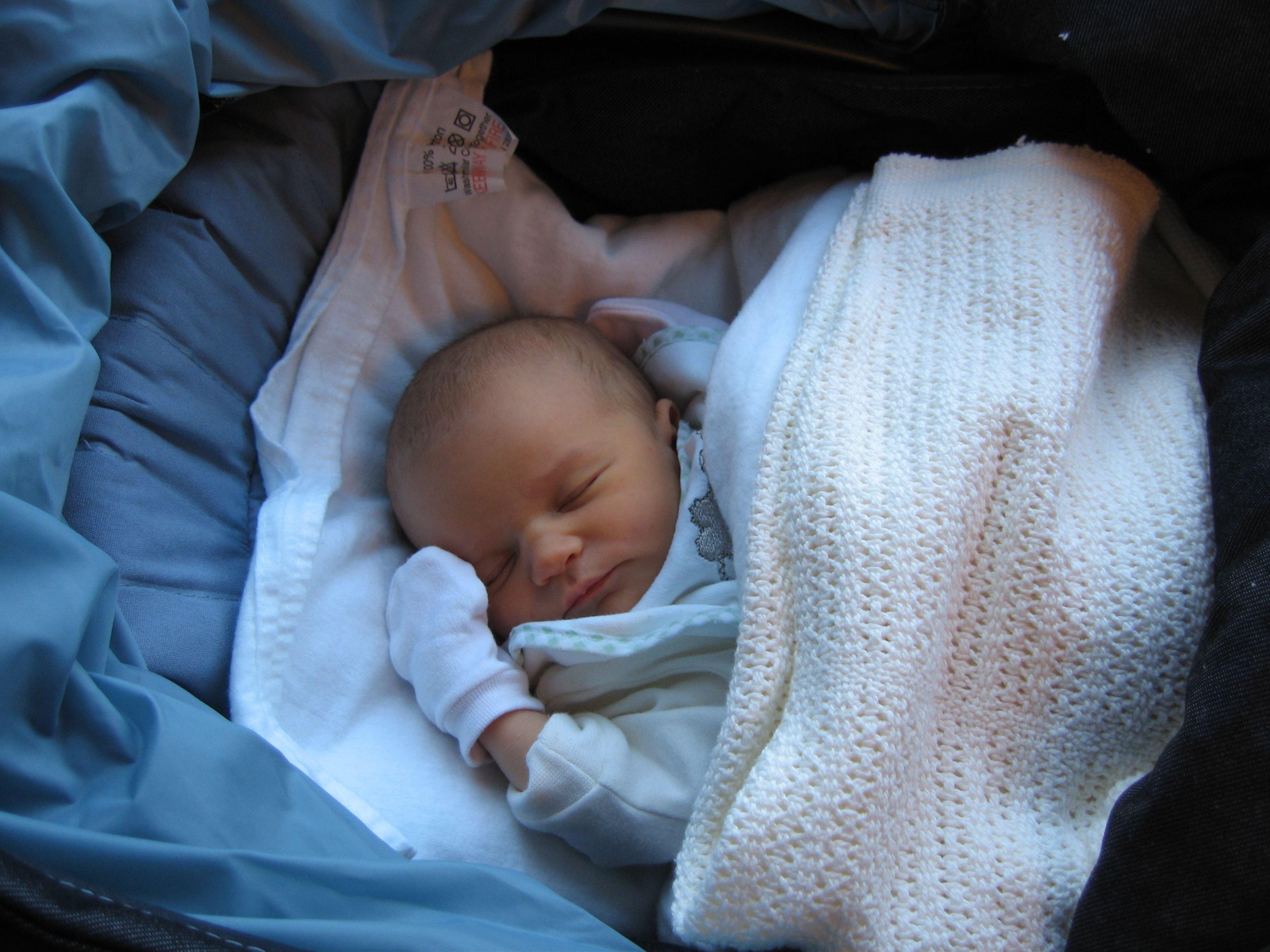 70cb1e273b28773af49759d9c3e12809.jpg?resize=1200,630 - Não se guie pelas mãos e pezinhos gelados do bebê para saber se está com frio