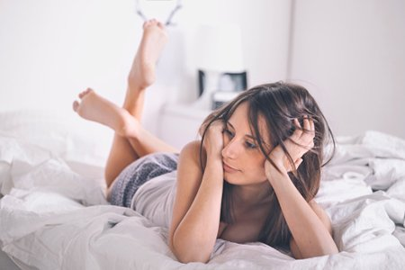 ベッドに寝転ぶ에 대한 이미지 검색결과