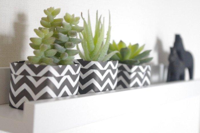 続いては、折り紙を使ったおしゃれな鉢カバーのご紹介です。モノトーンの柄折り紙を使うと、こんなにおしゃれになるんですね♪