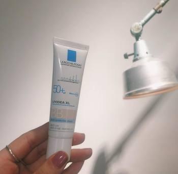 敏感肌さんにおすすめなのが、こちらのBBクリーム・ラ ロッシュ ポゼ「UVイデア XL プロテクションBB」。薄づきで、スキンケアのようにナチュラルな仕上がりに。