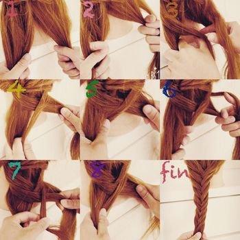 1.毛束を半分に分け、分けとった毛束の両端を5mm~1cm人差し指でさらに分けます。 2.分けた両端の毛束を持ちクロスさせ、クロスした毛束をもう片方の毛束とまとめて持ちます。 3.もう片方の毛束を今度は親指で分け取りクロスさせて1で半分にした毛束をまとめてもちます。 これの繰り返しでOK♪