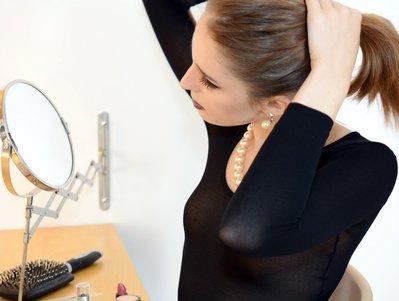 髪の毛をくくる女性에 대한 이미지 검색결과