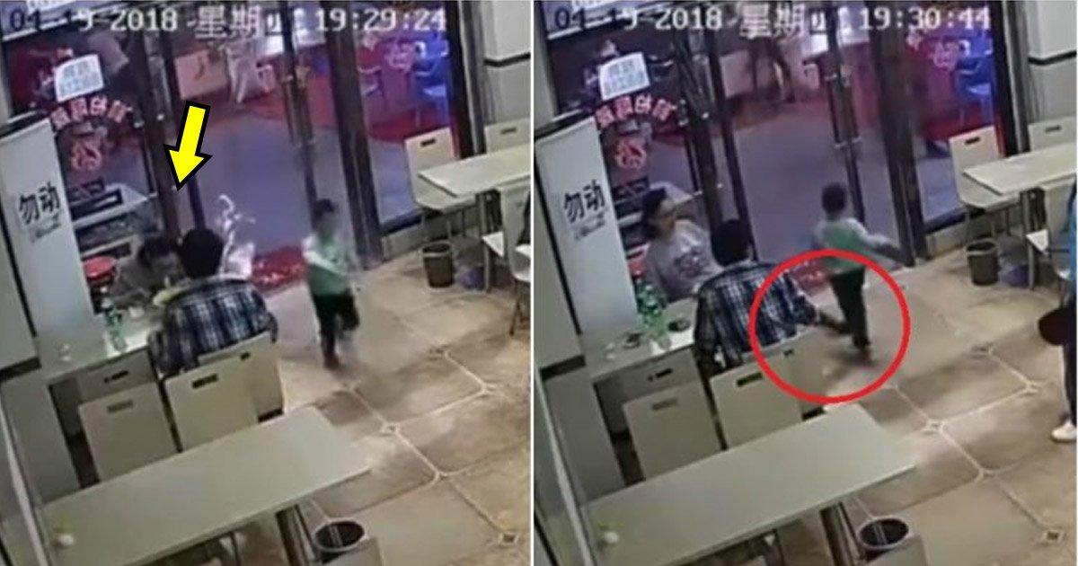 chinese woman.jpg?resize=412,232 - Mulher grávida tem que se desculpar por tropeçar uma criança de 4 anos de idade