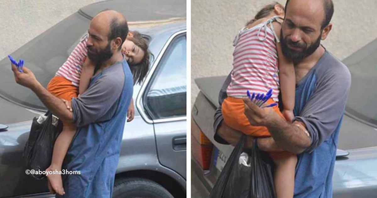 cover22gust - Hombre desesperado por darle una vida mejor a su hija vendía bolígrafos, un extraño le tomó una fotografía y sucedió algo extraordinario