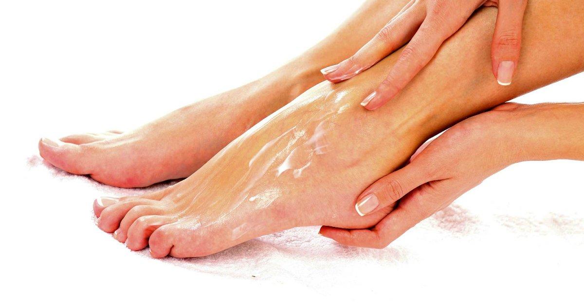 feet.png?resize=412,232 - Conheça a fórmula simples que trata pés rígidos e rachados