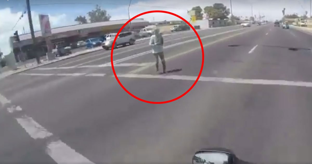fi 2.jpg?resize=300,169 - Motorcyclists Stop Traffic To Help An Elderly Woman Cross The Road