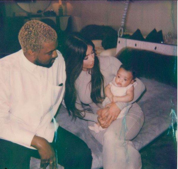 kim-kardashian-family-pic-7
