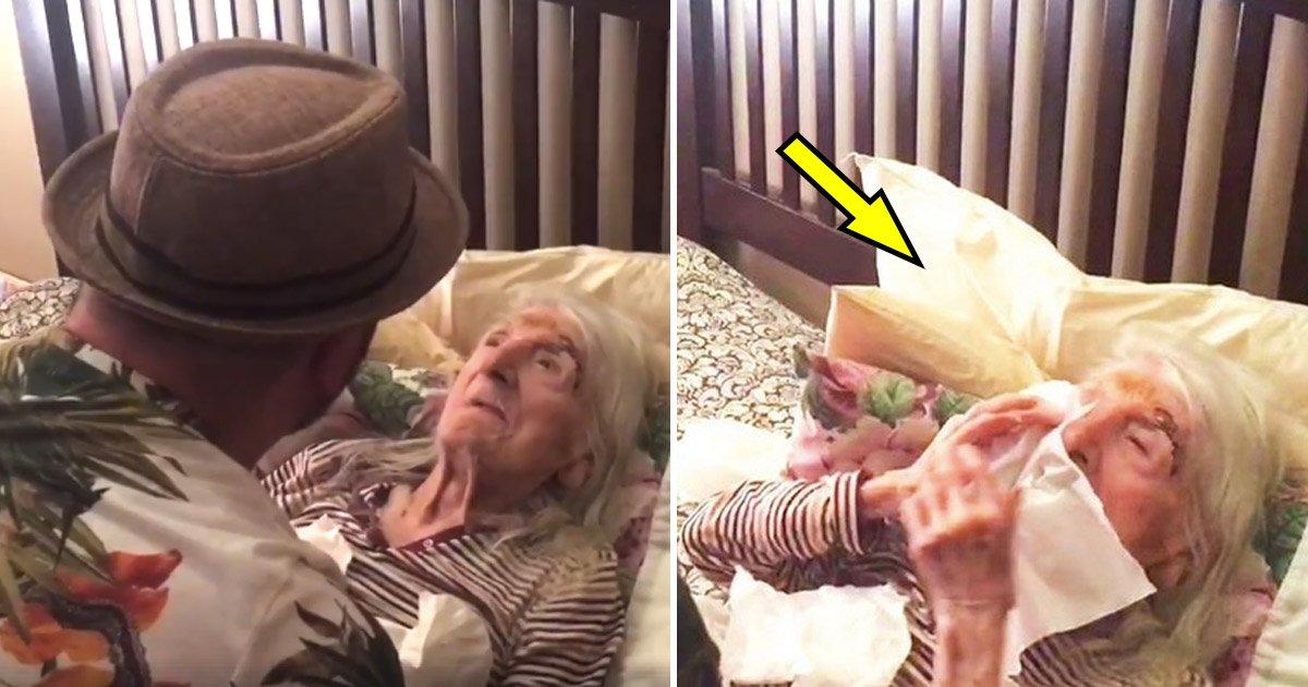 old.jpg?resize=412,232 - Une grand-mère de 98 ans suscite une réaction inestimable lorsque son petit-fils chante sa chanson préférée
