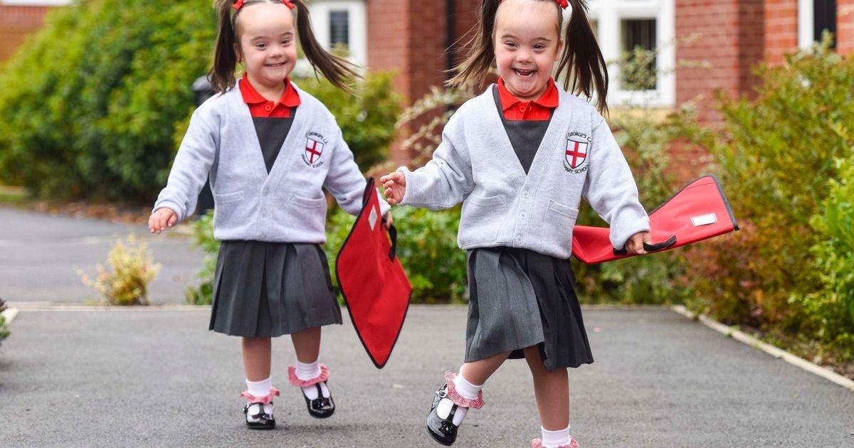 pay identical twins born with downs syndrome - Gêmeas idênticas com síndrome de Down se divertem!