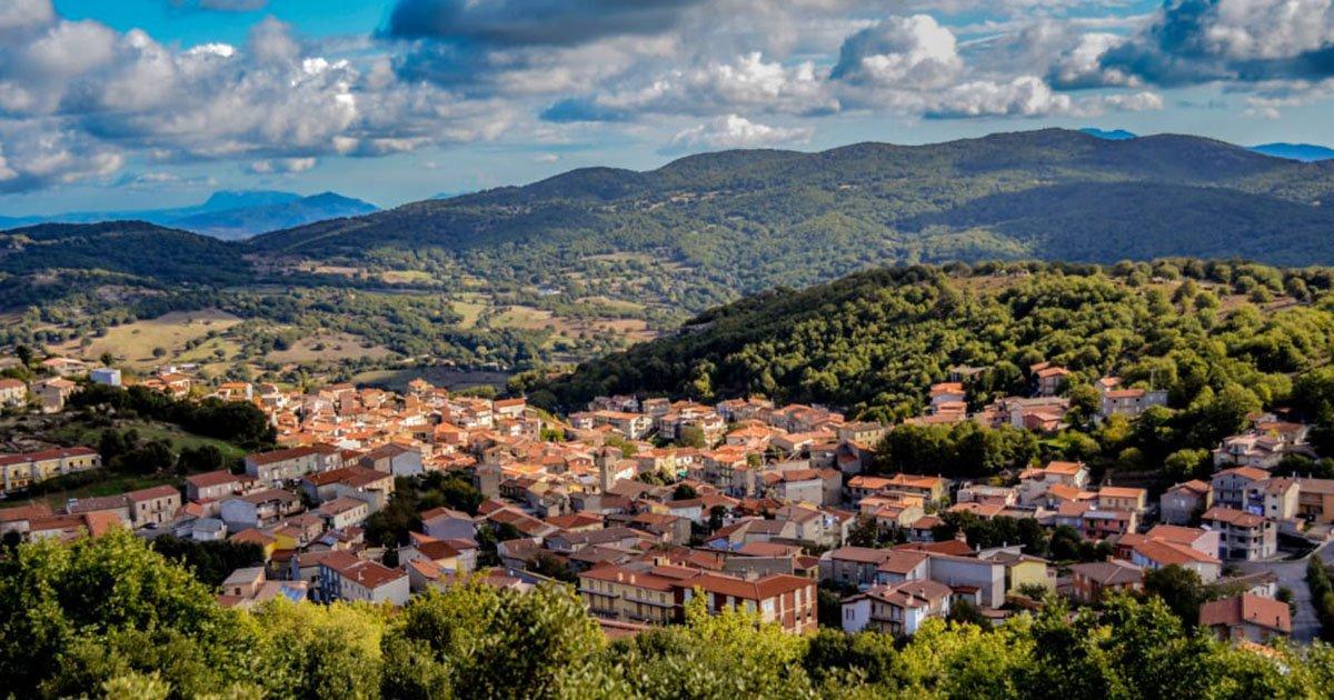sardinia social 1517341927 - Cidade italiana vende casas por apenas um euro!