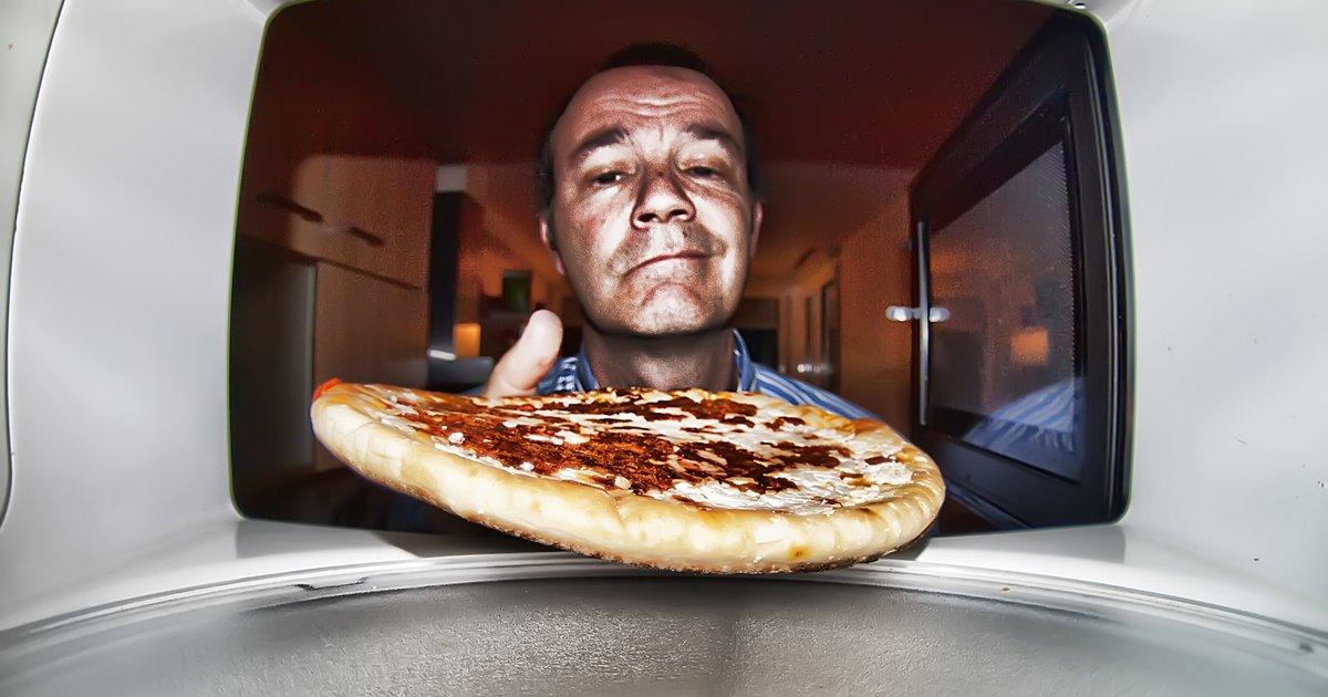thumbnail5gaq4ttwretd.png?resize=1200,630 - 4 alimentos que não devem ser aquecidos no micro-ondas