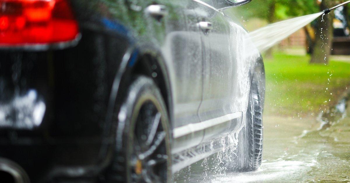 untitled 1 96.jpg?resize=1200,630 - Motoristas obtém uma lavagem gratuita do carro graças a uma tubulação de água quebrada