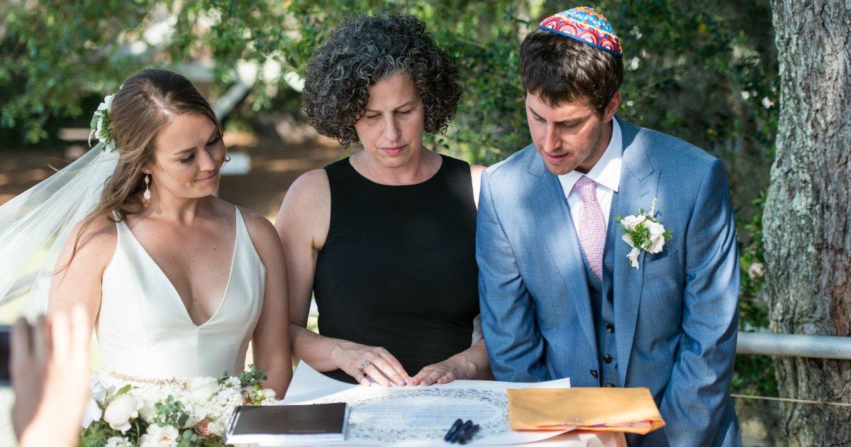 wedding custom.jpg?resize=412,232 - 10 costumes de casamento ridículos ao redor do mundo