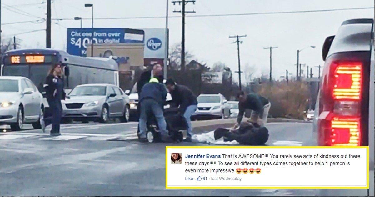 wheelchair.jpg?resize=412,232 - La réaction des gens à cet homme en fauteuil roulant qui fait un vol plané après avoir heurté un nid-de-poule est devenue virale