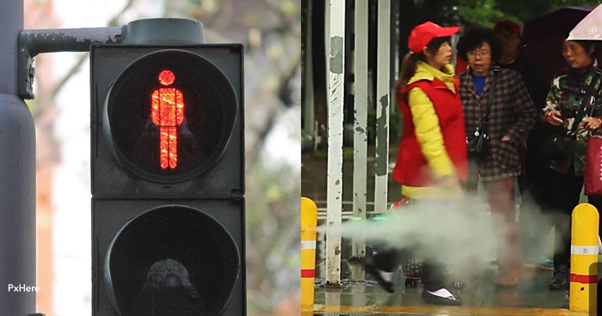 1 cover 2.jpg?resize=300,169 - En China crearon un artefacto que moja a los peatones que cruzan en rojo