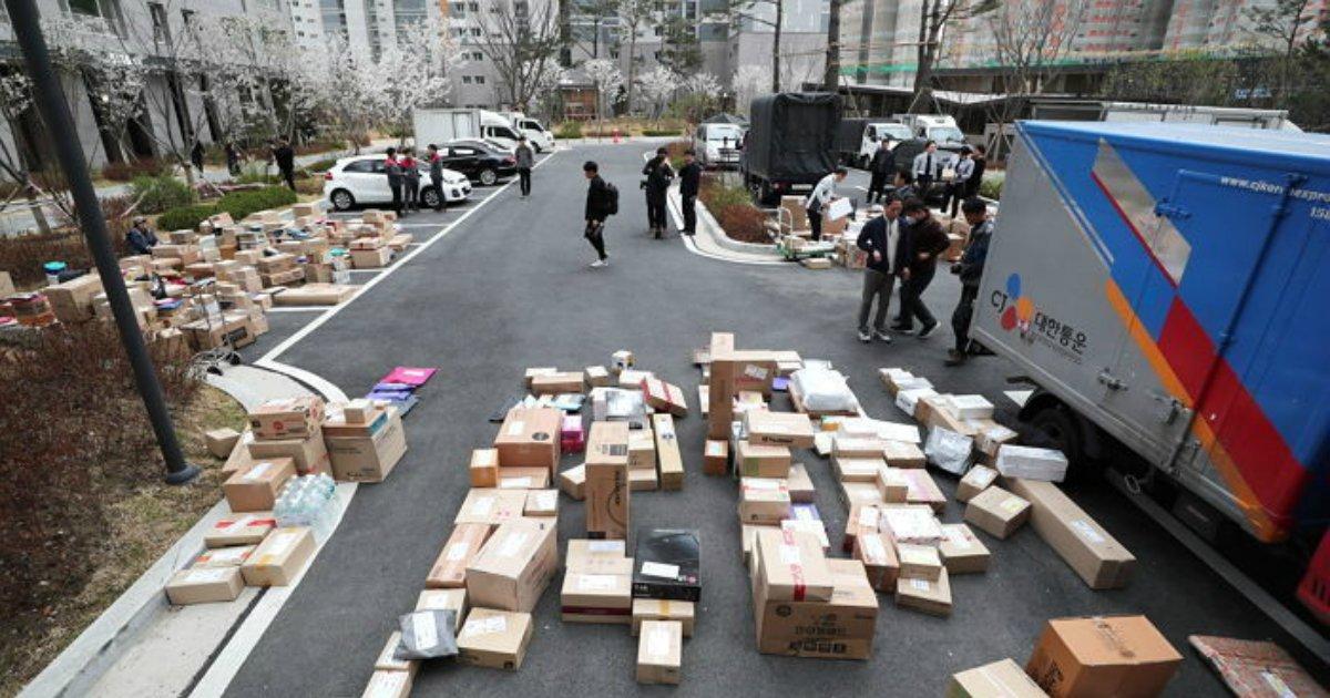 3 133.jpg?resize=300,169 - 결국 '손수레'로 직접 배송하게 된 다산 신도시 택배 대란 근황 (영상)