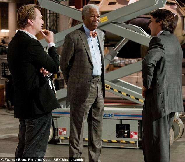 Outra ex-funcionária afirma que ela testemunhou Freeman se comportando de forma inadequada no set de The Dark Knight Rises em 2012, mas que ela sentiu que não poderia denunciá-lo por causa de quem ele era.