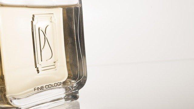 「飛行機 香水」の画像検索結果