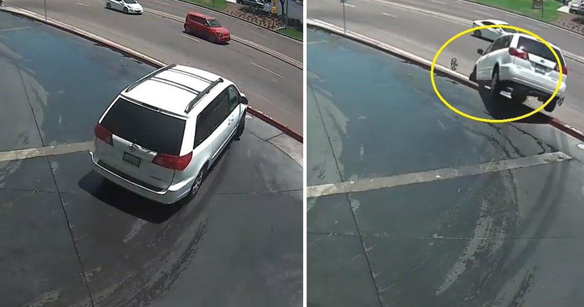 accident.jpg?resize=300,169 - Un mauvais virage, une voiture renversée et aucun décès - un tragique accident sur la route de San Diego