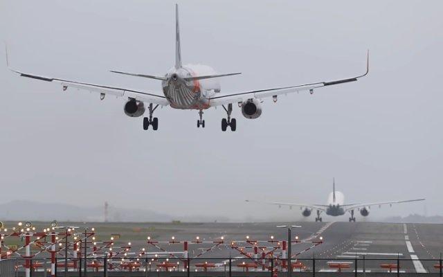 「飛行機 着陸」の画像検索結果
