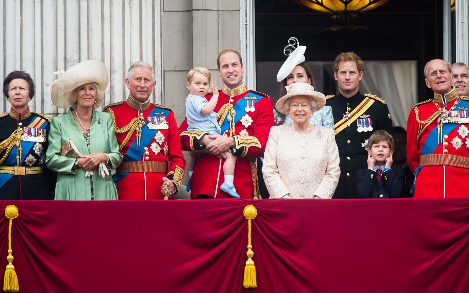 british royal family united kingdom royalfamtree0817.jpg?resize=1200,630 - 10 regras estranhas que a Família Real precisa seguir