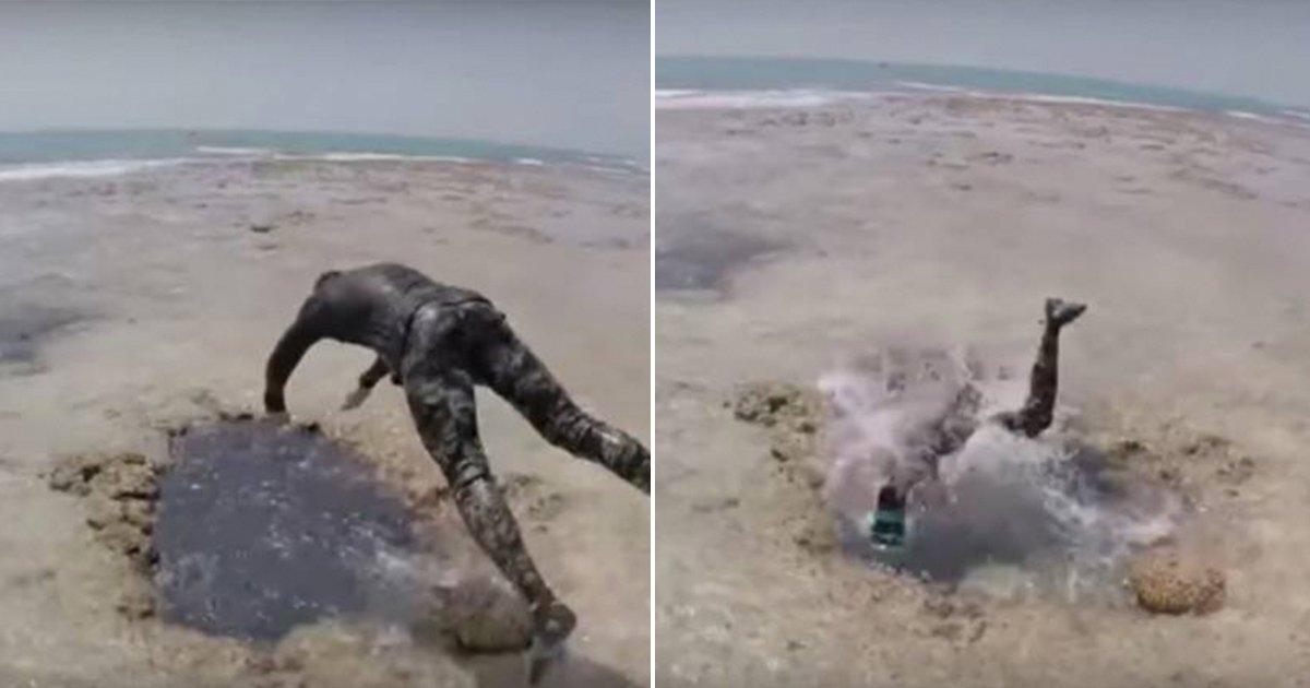 cover22vbc.jpg?resize=1200,630 - Aventureiros se jogam em um buraco na areia, desaparecem e surgem alguns metros dentro do mar
