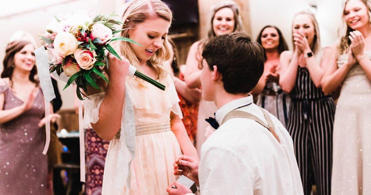 ebb680ecbc80.jpg?resize=412,232 - 누나의 결혼식 날 누나 '부케' 이용해 여친에게 '프로포즈'한 남동생 (영상)