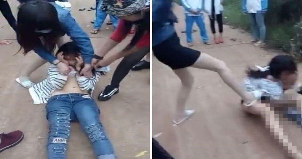 ec9dbceca784 1.jpg?resize=300,169 - 같은 반 친구 옷 벗기고, 집단 폭행하는 중국 '일진' 여학생들 논란 (영상)