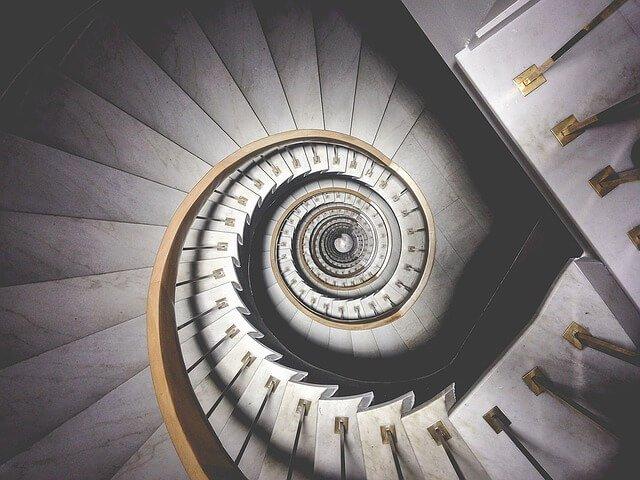「階段の上 ドア 夢」の画像検索結果