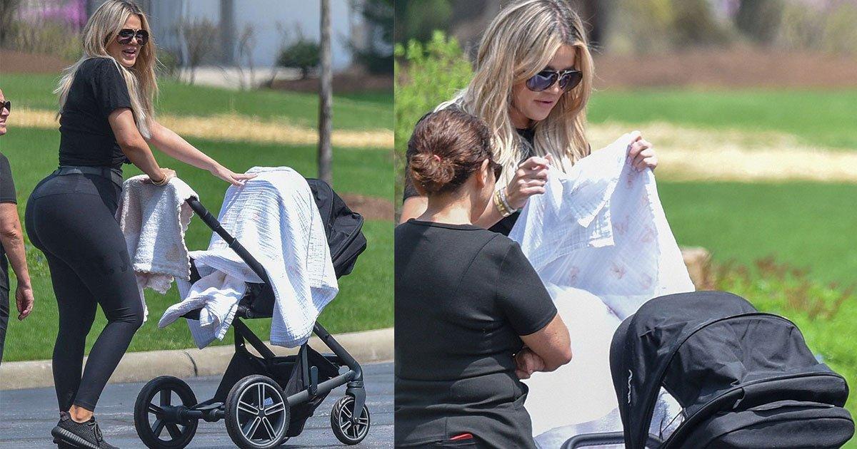 khloe kardashian pictured with her new born baby first time at cleveland park.jpg?resize=412,232 - Khloe Kardashian photographiée avec son bébé True dans un parc de Cleveland.