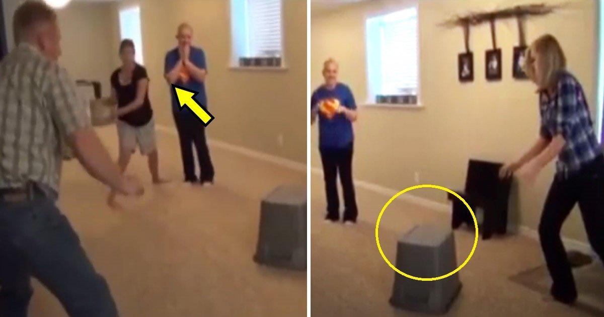 mice.jpg?resize=1200,630 - [Vidéo] Ces jeunes filles pensent qu'elles vont attraper des souris - mais elles ont complètement tort.