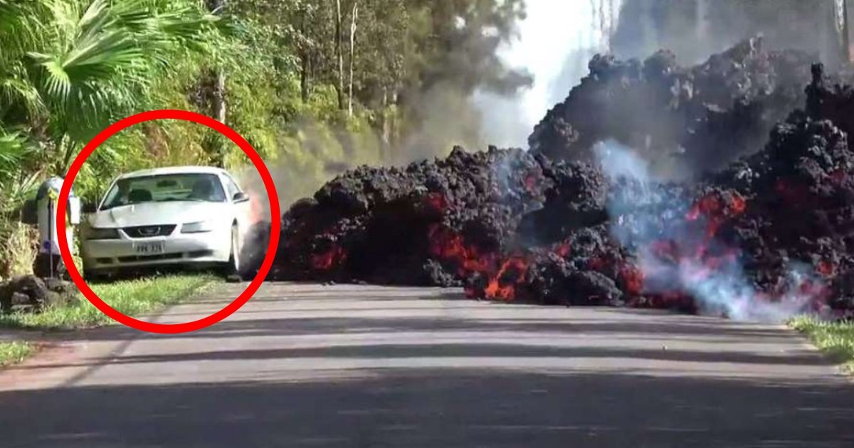 mus.jpg?resize=412,232 - Des images incroyables montrent un terrifiant mur de lave consommant une voiture garée pendant qu'elle coule sur les routes d'Hawaï