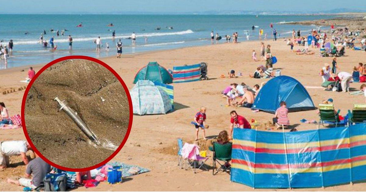 needles in sand.jpg?resize=300,169 - Les parents avertissent les amateurs de plage après avoir trouvé des aiguilles hypodermiques usagées dans le sable à proximité des enfants
