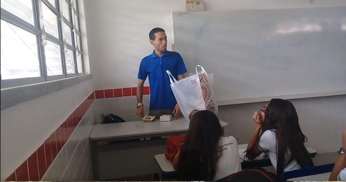 professorthumb.png?resize=300,169 - Alunos fazem rifa para ajudar professor que está há dois meses sem receber