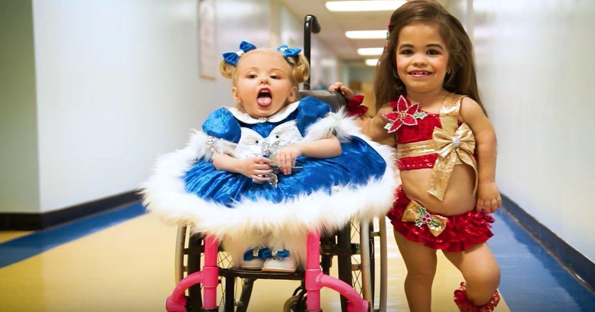 s 1.png?resize=412,232 - Essas irmãs competem em concursos de beleza para superar suas deficiências