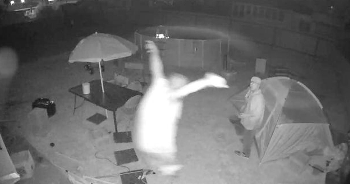 untitled 1 153.jpg?resize=648,365 - Videos Shows A Dad Catching A Predator Who Was Stalking His Teenage Daughter