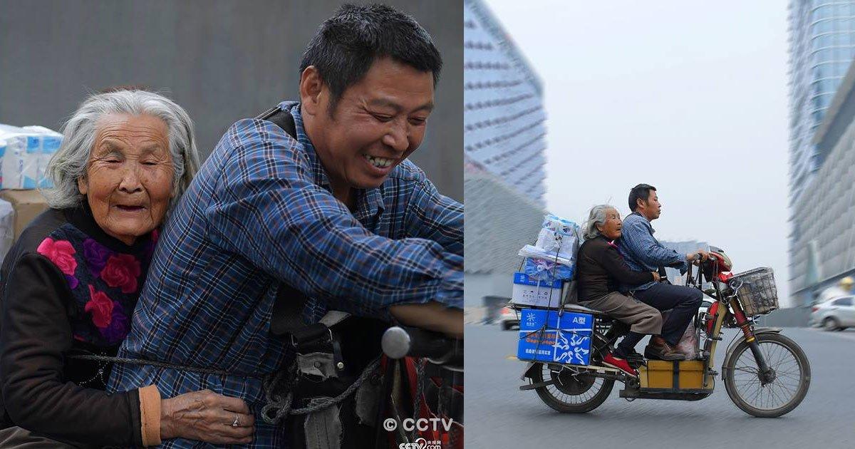 untitled 1 81.jpg?resize=300,169 - Todos los días viaja con su madre en motocicleta para poder cuidarla, su acto de amor se ha hecho viral