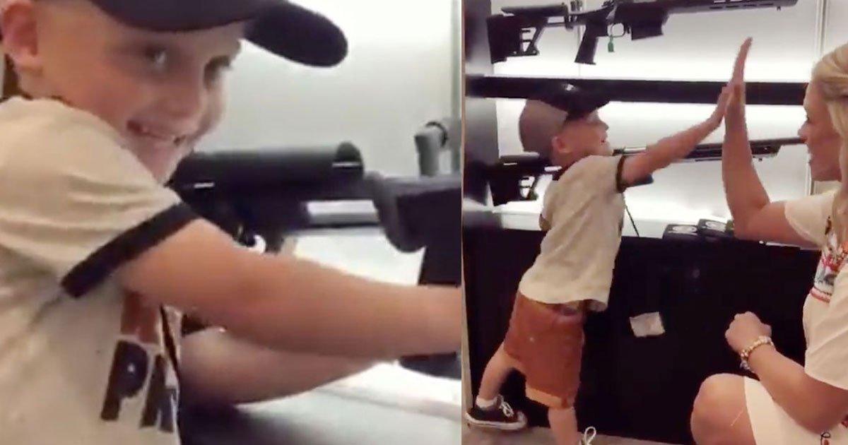 untitled 2 1.jpg?resize=648,365 - Vídeo de uma criança de quatro anos puxando o gatilho de um rifle viraliza