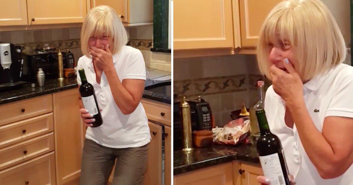 wine 1.jpg?resize=300,169 - 아들이 어머니에게 건낸 와인 병의 '놀라운' 정체 (영상)