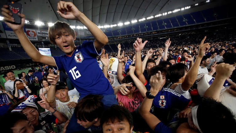 180618 101.jpg?resize=732,290 - 日本足球爆冷門贏了哥倫比亞,但日本球迷賽後舉動更令人震驚