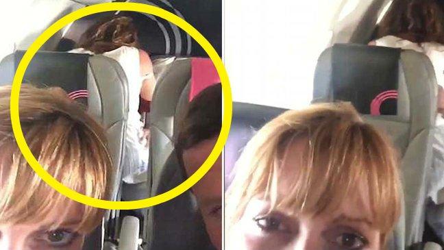 2 212.jpg?resize=412,232 - 飛行機の中で「過度な愛情行為」を目撃した後に娘に動画を送信した夫婦