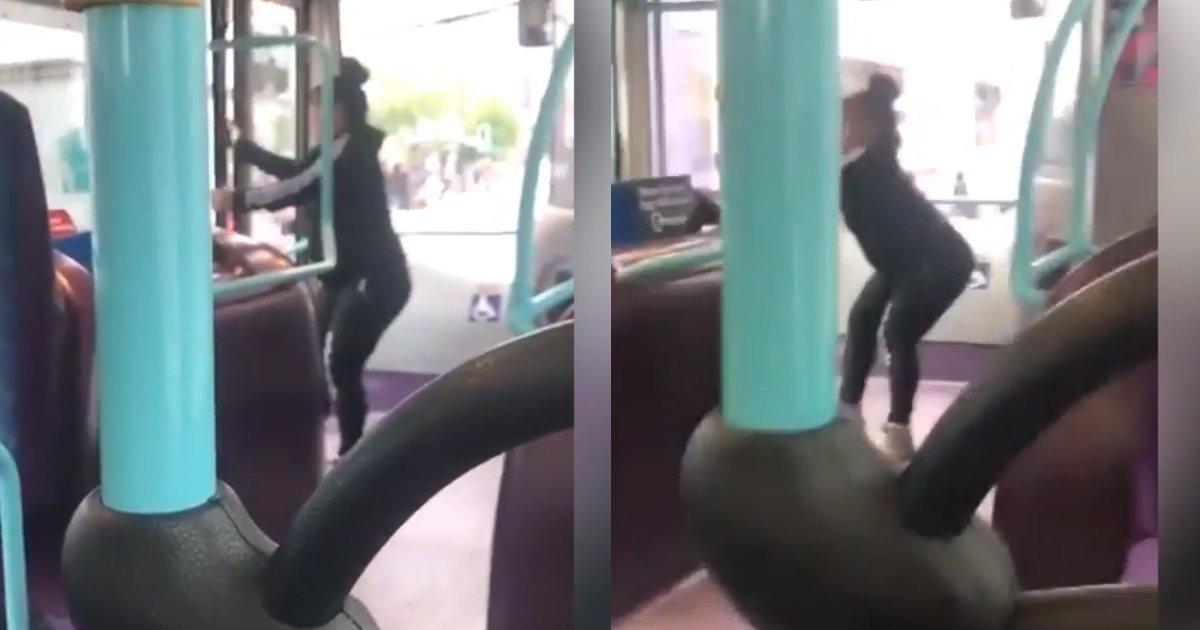 "2 220.jpg?resize=300,169 - ""남친과의 다툼에 화난 여성, 운행 중 버스 문을 강제로 열고 뛰어내리다"""