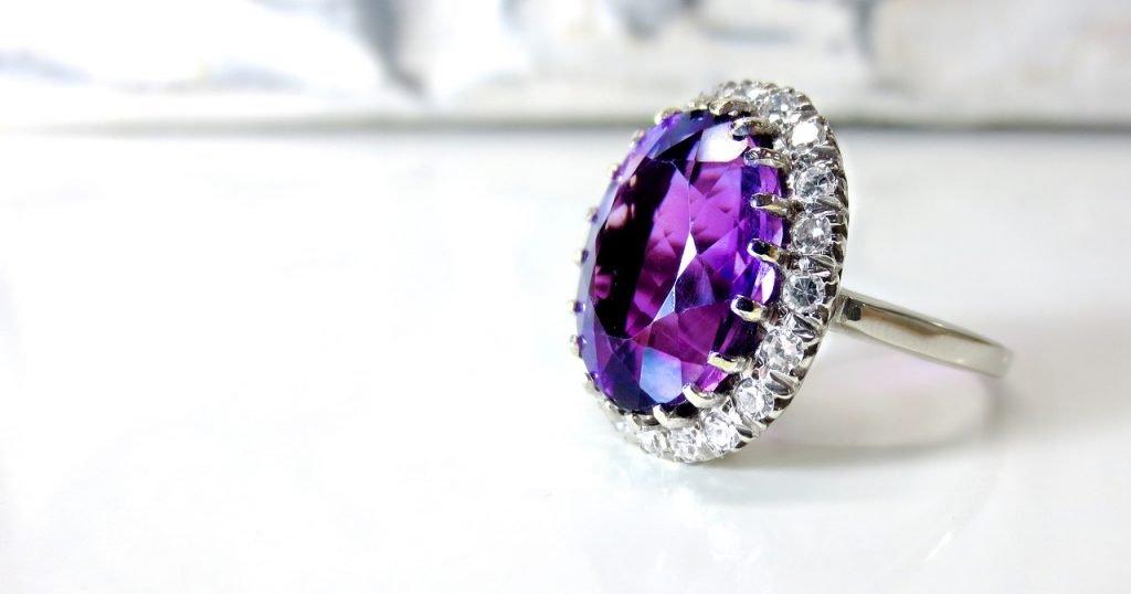 「宝石を盗む夢」の画像検索結果