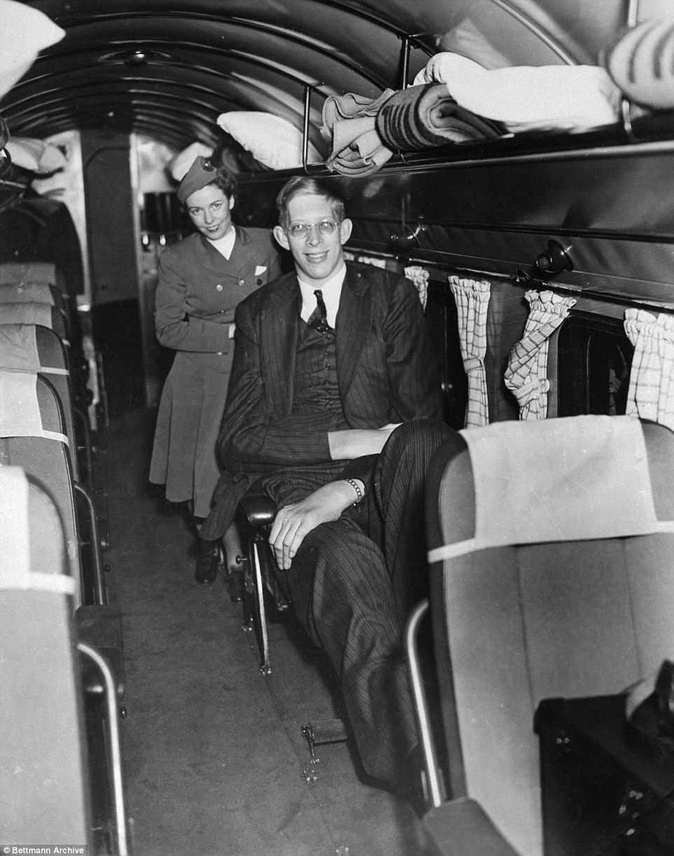 À une occasion, il est venu en avion de New York en provenance de Saint-Louis pour participer à une émission de radio. Pour accueillir son grand cadre, une rangée de sièges a dû être enlevée pour faire de la place pour les jambes