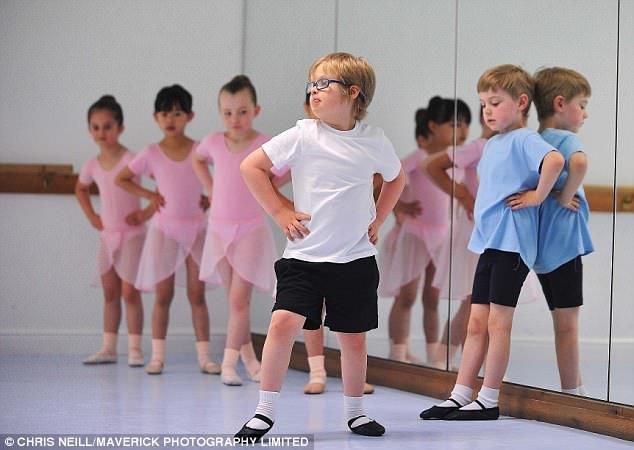 Meilleur pied en avant: L'écolier a acquis des compétences par le ballet qui l'équipent pour la vie