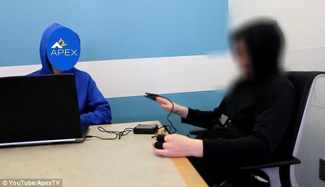 Investigadores paranormais da Apex TV supostamente realizaram um detector de mentiras no Sr. James Oliver depois que ele afirmou ser do ano de 6491 - e ele passou