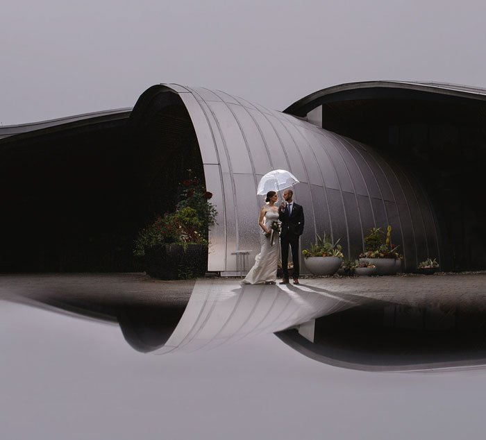 Phone-screen-reflection-trick-wedding-photography-mathias-fast-30