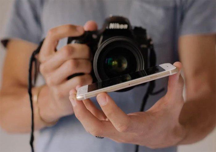 Phone-screen-reflection-trick-wedding-photography-mathias-fast-34